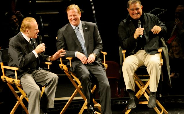 Celbrity Talkback with Frank Gifford, Roger Goodell and Dan Lauria (Photo: www.sulltography.com)